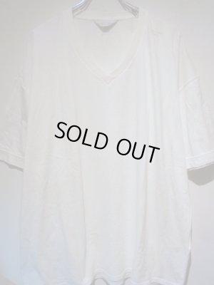 画像1: UNUSED(アンユーズド) ステンシル VネックTシャツ ホワイト