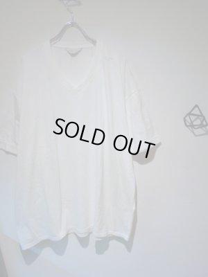 画像2: UNUSED(アンユーズド) ステンシル VネックTシャツ ホワイト