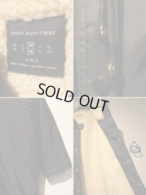 画像4: Urban Outfitters(アーバンアウトフィッターズ) ナイロン×ボアフーデッドコート ブラック